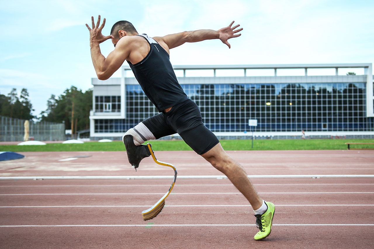 guy running with prosthetic foot